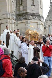 11. Les reliques de sainte Thérèse ...