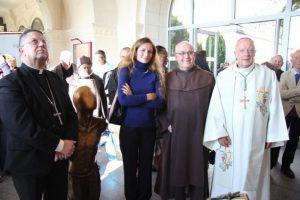 01. En présence de deux évêques !