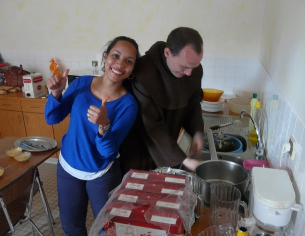 3. Angeline et frère Nicolas-Joseph au labeur